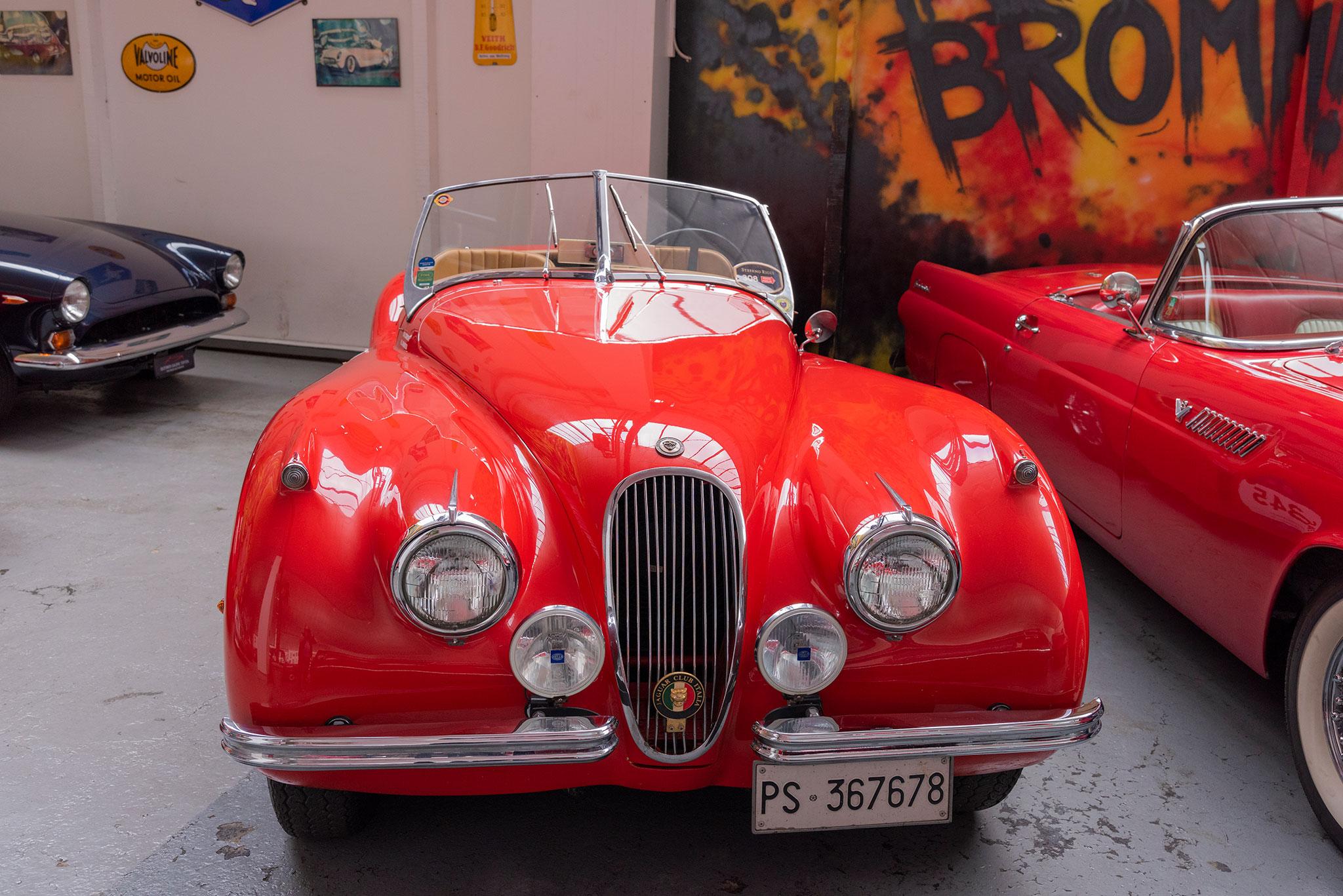 1954 Jaguar XK 120 OTS origine italienne pour ce modèle.