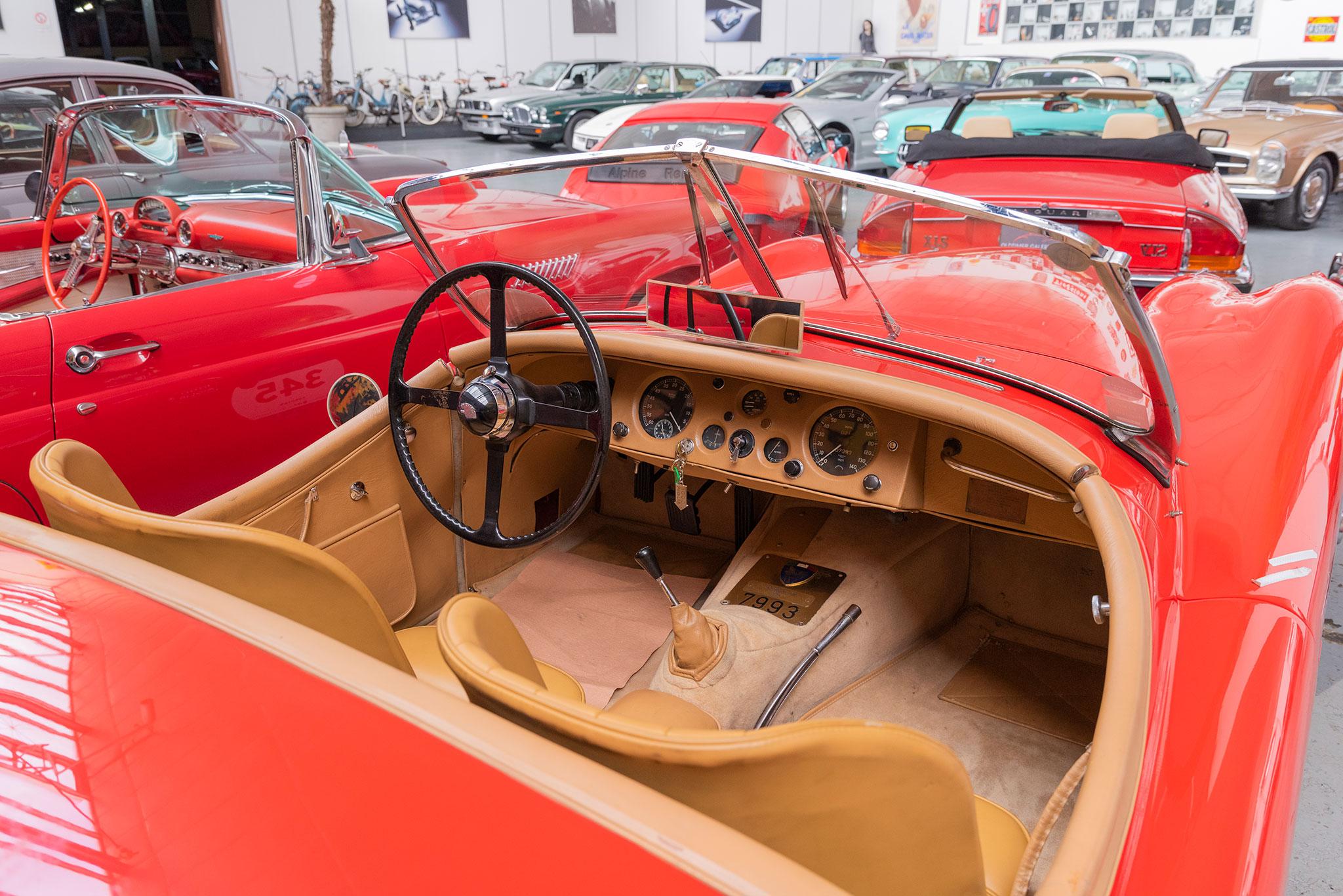 1954 Jaguar XK 120 OTS vue intérieure.