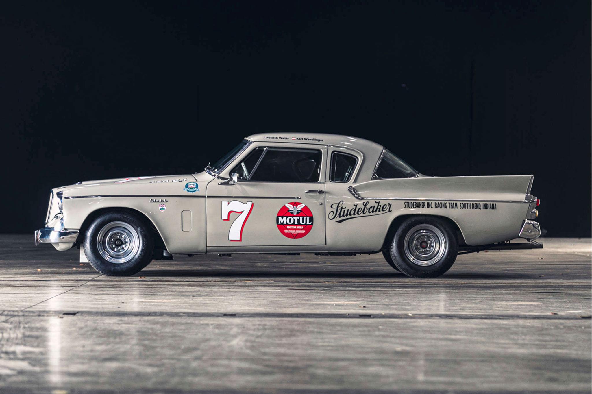 1959 Studebaker Silver Hawk Racer Vue latérale côté gauche - Silverstone Auctions Mars 2021.