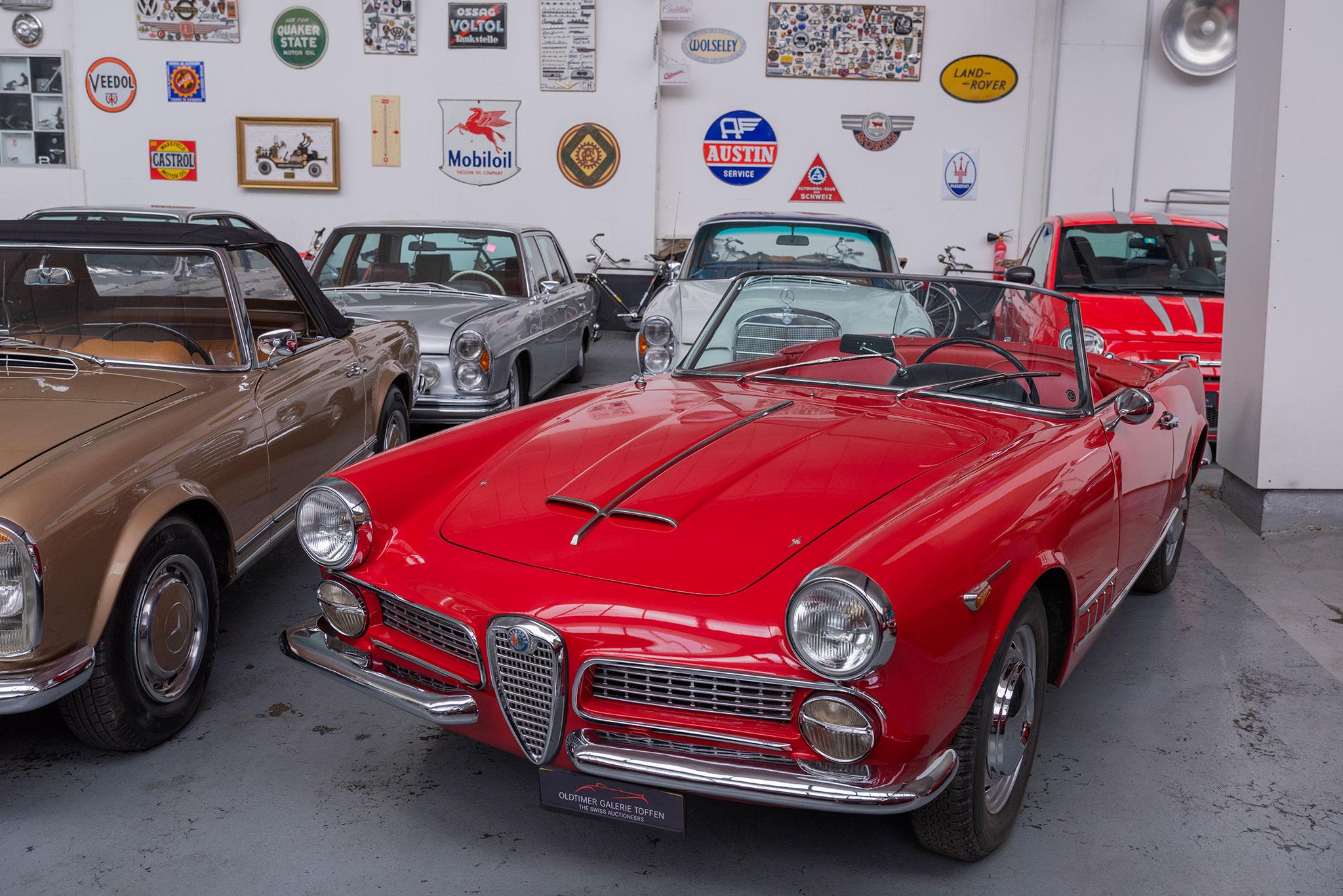 1961 Alfa Romeo 2000 Spider Touring vue trois quarts avant gauche.