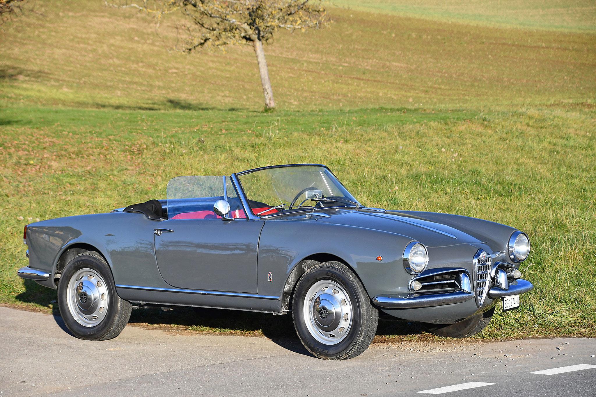 1961 Alfa Romeo Giulietta Spider Veloce - Oldtimer Galerie.