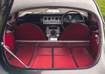 1961 Jaguar E-Type 3.8 Series 1 FHC Flat-Floor Chassis N° 60 vue depuis lehayon arrière