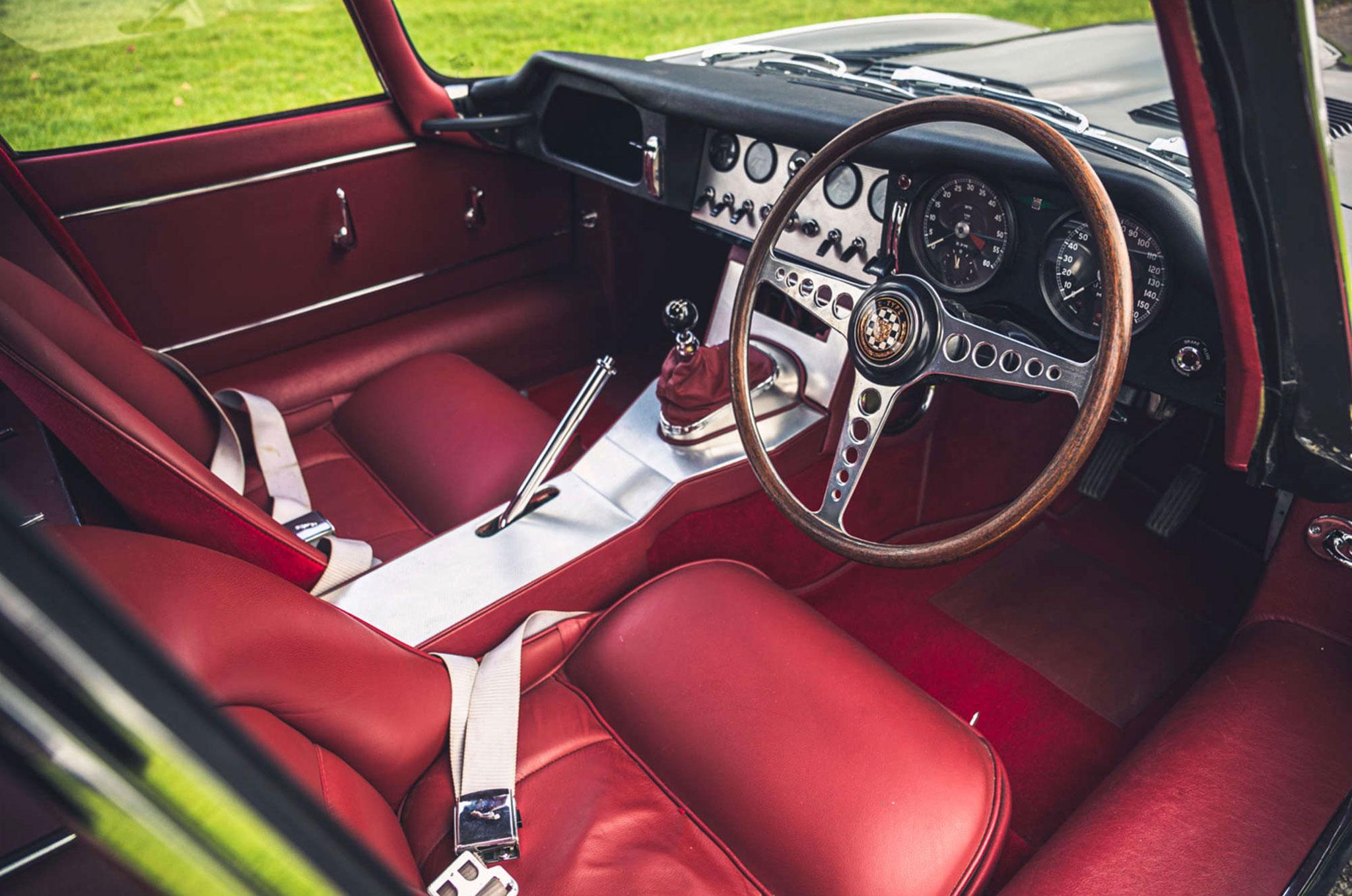 1961 Jaguar E-Type 3.8 Series 1 FHC Flat-Floor Chassis N° 60 vue intérieure