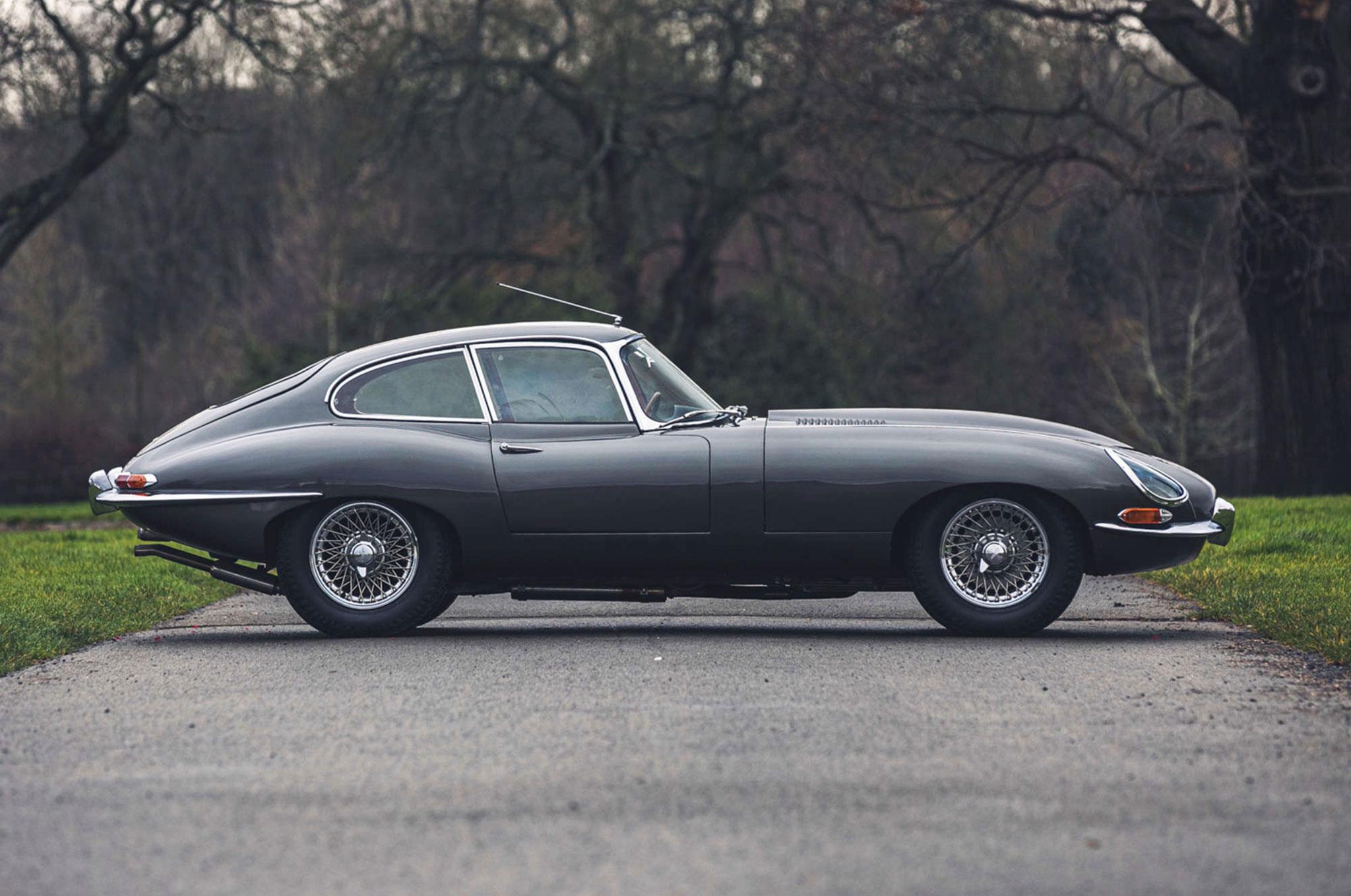 1961 Jaguar E-Type 3.8 Series 1 FHC Flat-Floor Chassis N° 60 vue latérale côté. droit