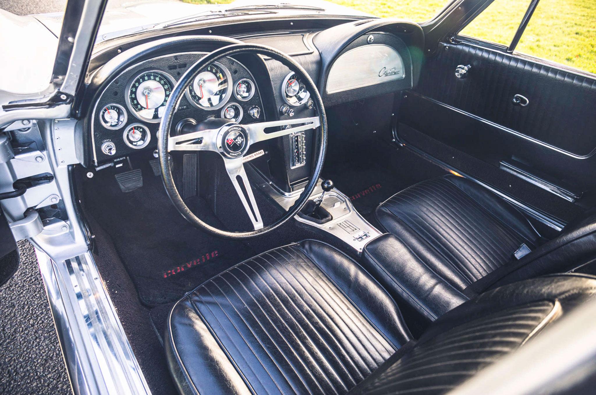 1963 Chevrolet Corvette C2 Split-Window vue de l'intérieur.