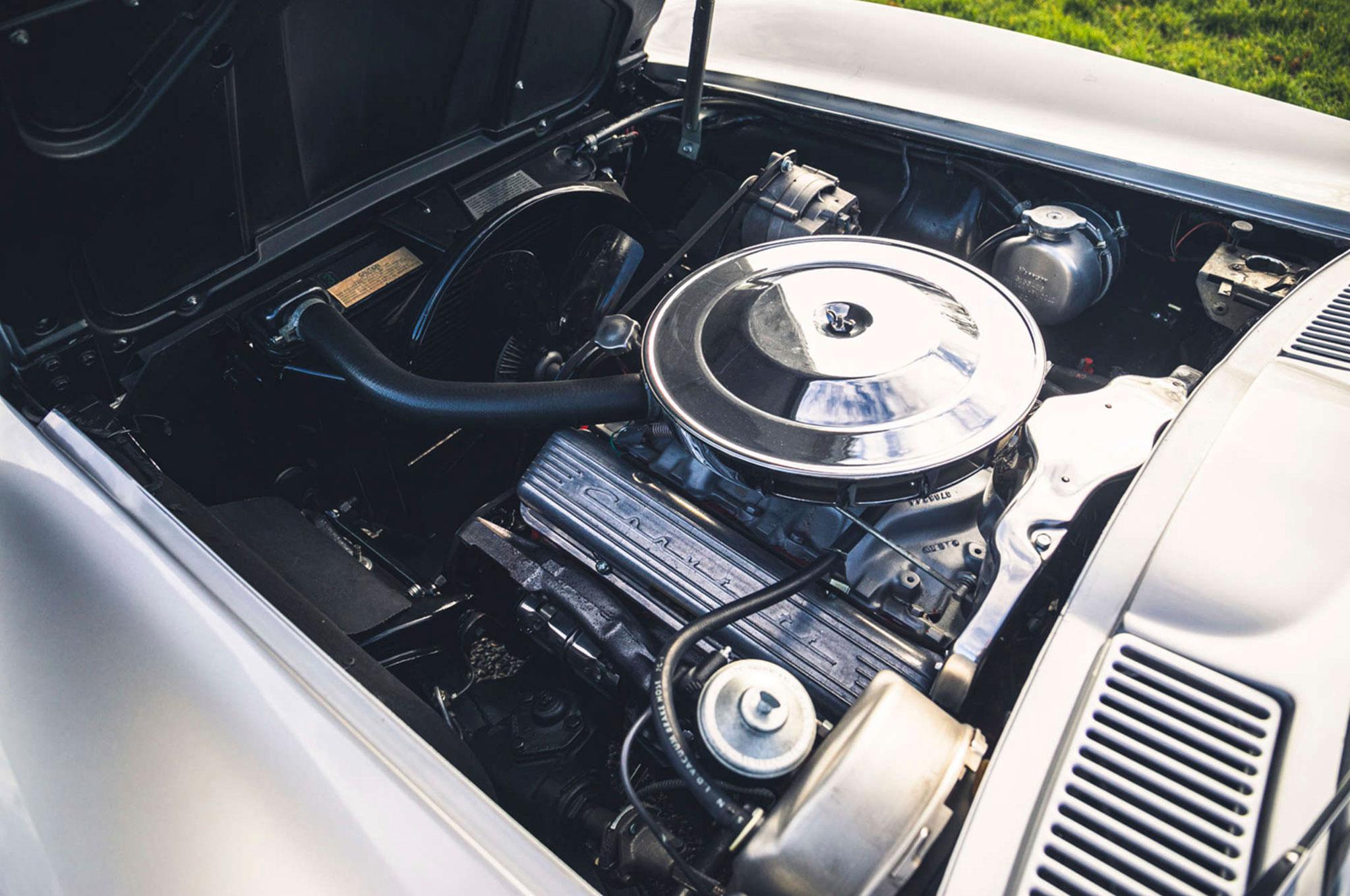 1963 Chevrolet Corvette C2 Split-Window vue du moteur côté gauche 327ci