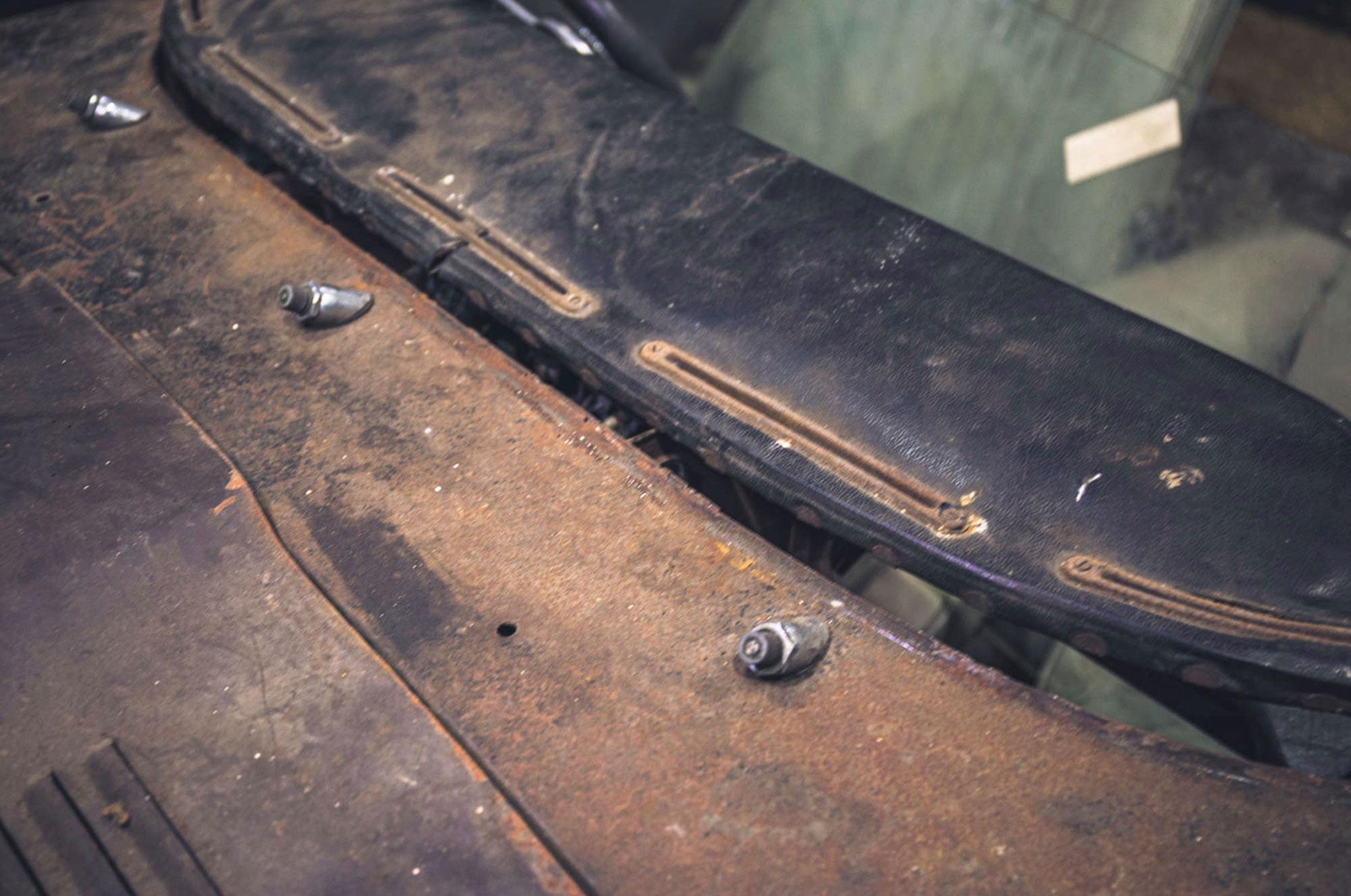 1964 Jaguar E-Type 2805 miles détail de la base du pare-brise et de l'emplacement des essuie-glaces