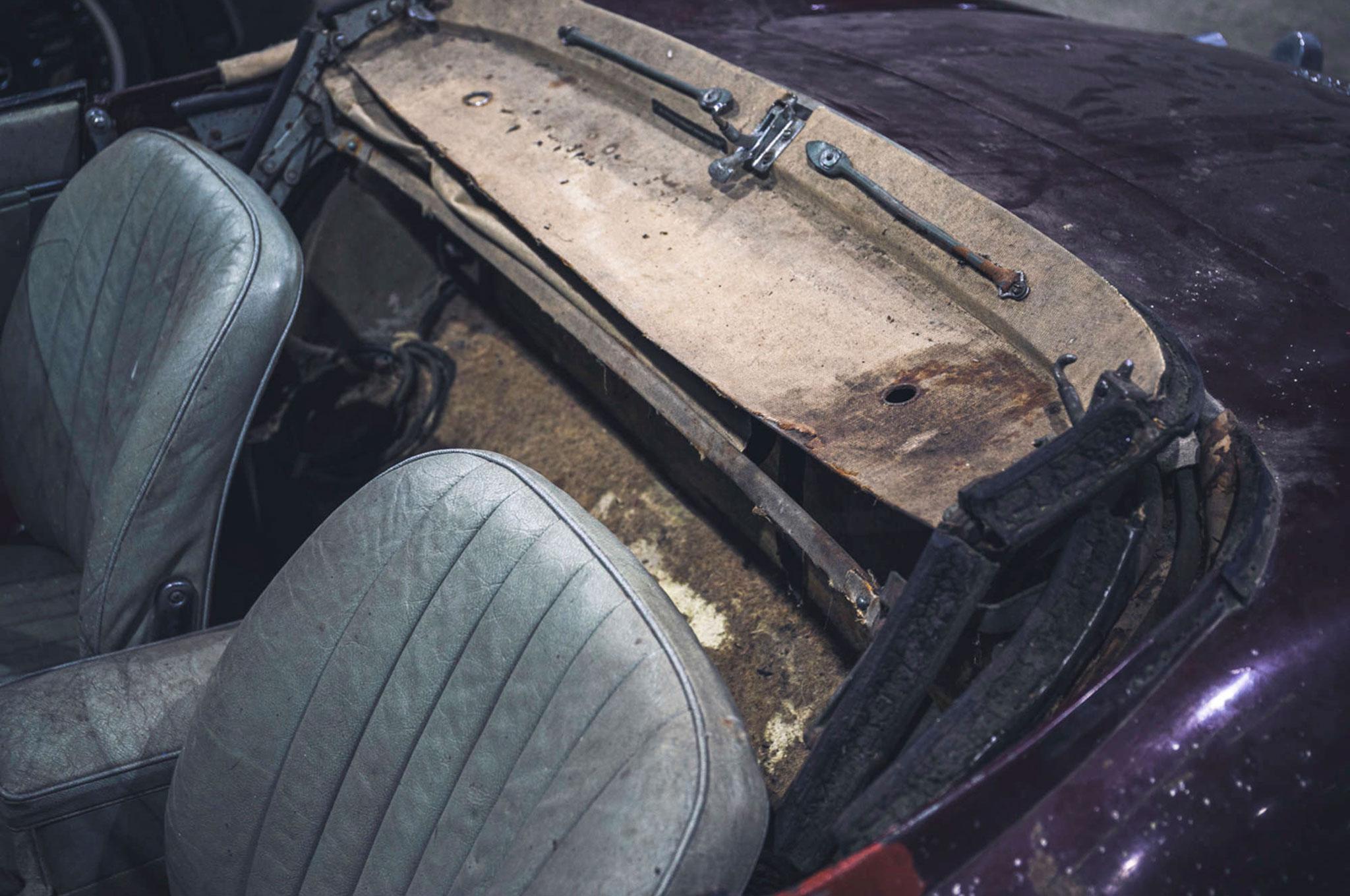 1964 Jaguar E-Type 2805 miles détail de la capote à changer
