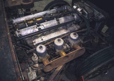 1964 Jaguar E-Type 2805 miles détail du moteur à restaurer.