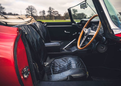1965 Jaguar E-Type 4.2 Series 1 Roadster détail des sièges en cuir noir