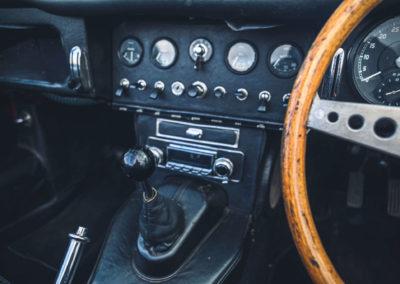 1965 Jaguar E-Type 4.2 Series 1 Roadster vue console centrale.