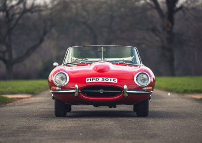 1965 Jaguar E-Type 4.2 Series 1 Roadster vue face avant.