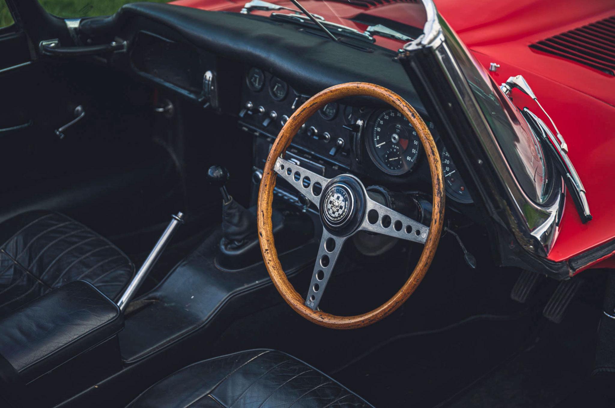 1965 Jaguar E-Type 4.2 Series 1 Roadster vue poste de pilotage.