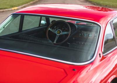 1968 Ferrari 330 GTC vue intérieure depuis la lunette arrière.