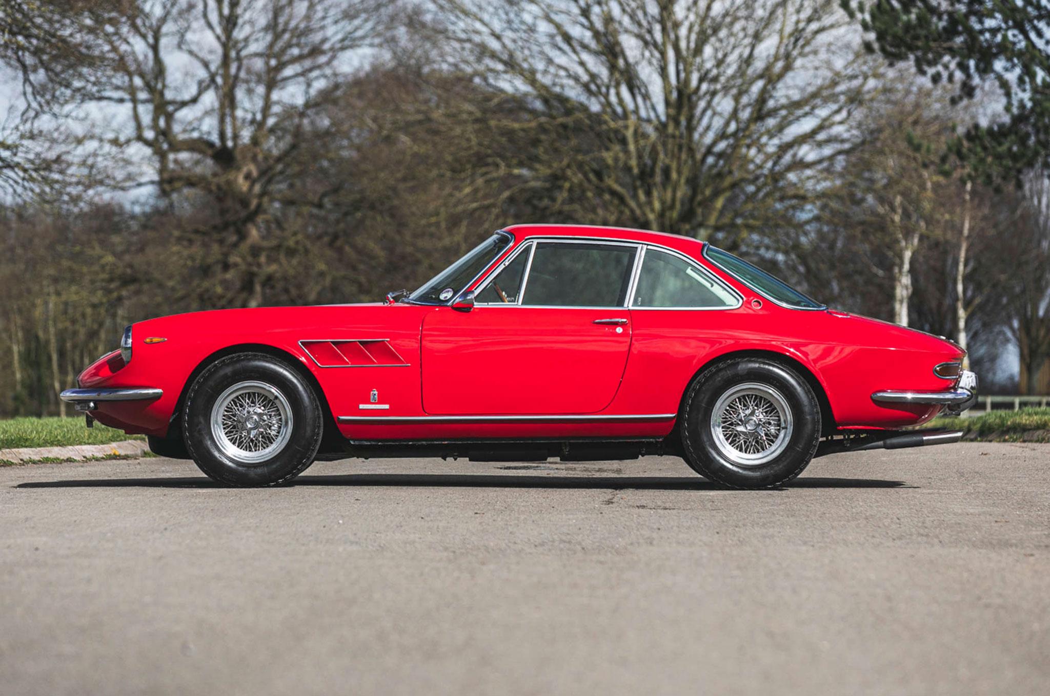 1968 Ferrari 330 GTC vue latérale côté gauche - Silverstone Auctions Mars 2021.
