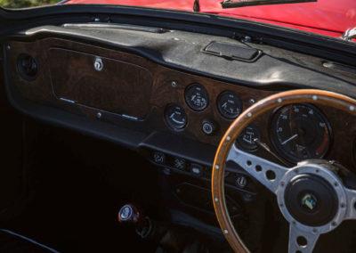 1968 Triumph TR5 différents manomètres sur le tableau de bord