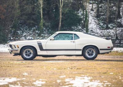 1970 Ford Mustang Boss 302 vue latérale côté gauche.