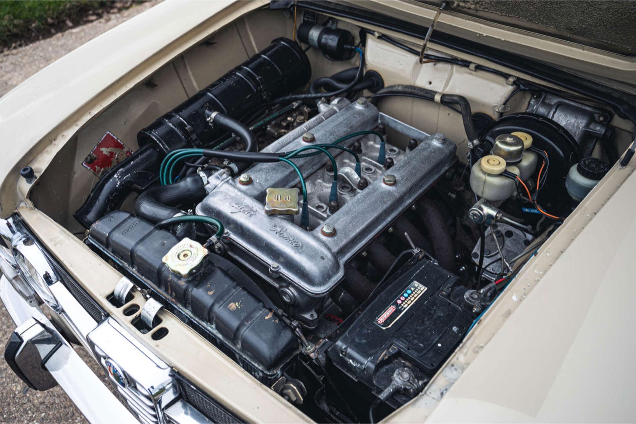 1972 Alfa Romeo Giulia Super 1.3 moteur 1290cc quatre cylindres 89 chevaux