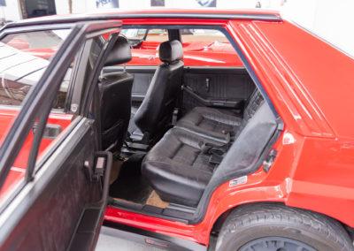 1990 Lancia Delta HF Integrale places arrière limitées.