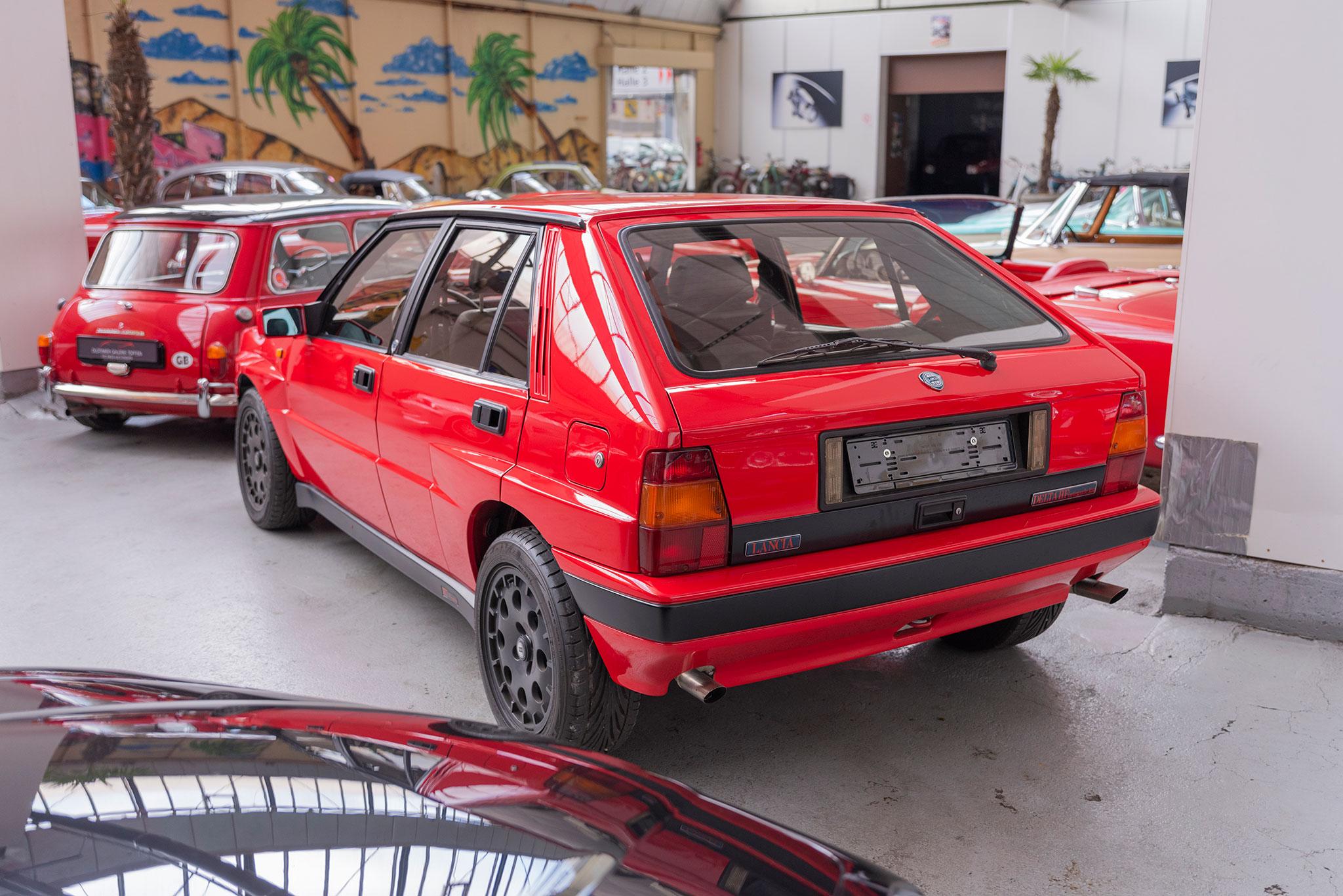 1990 Lancia Delta HF Integrale vue trois quart arrière gauche.