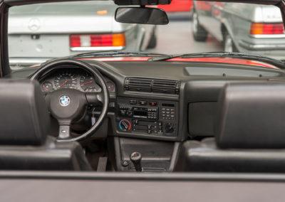1991 BMW M3 E30 Cabriolet détail poste de pilotage.