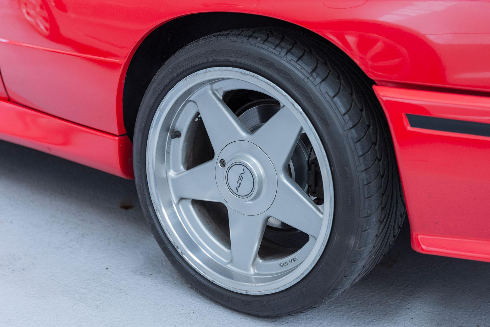 1991 BMW M3 E30 Cabriolet jante AZEV 17 pouces homologuée.