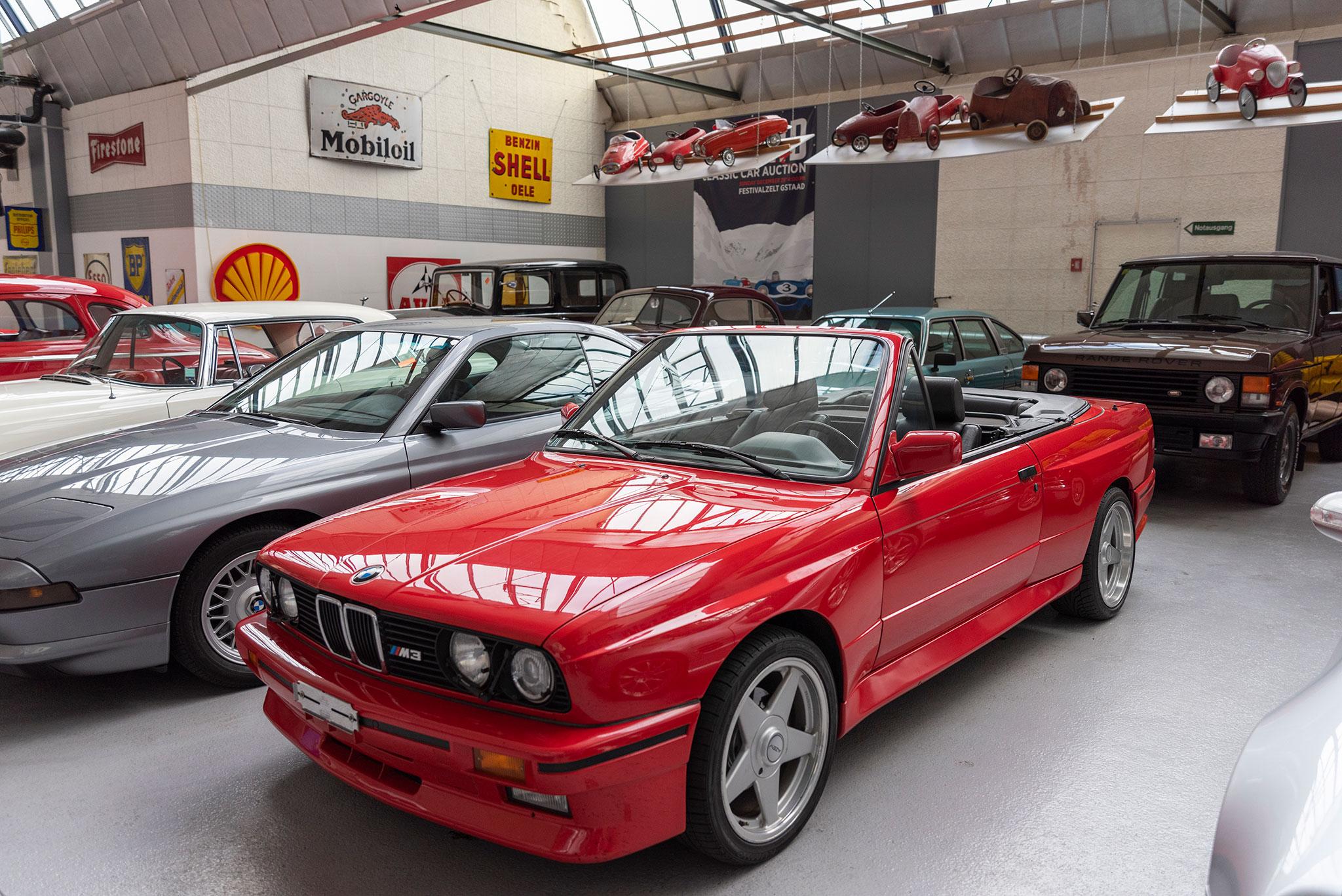 1991 BMW M3 E30 Cabriolet vue trois quarts avant gauche.