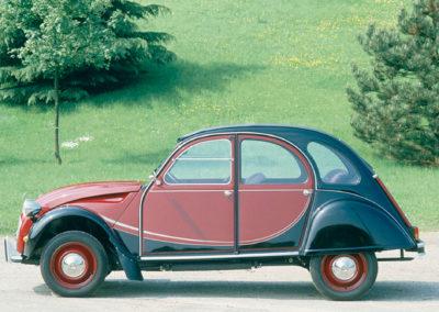 Citroën 2CV Charleston bordeaux et noir vue latérale côté gauche @Guyot