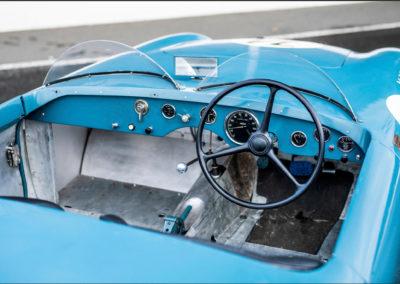 1950 Simca Estager Barquette poste de pilotage réduit à son strict minimum.