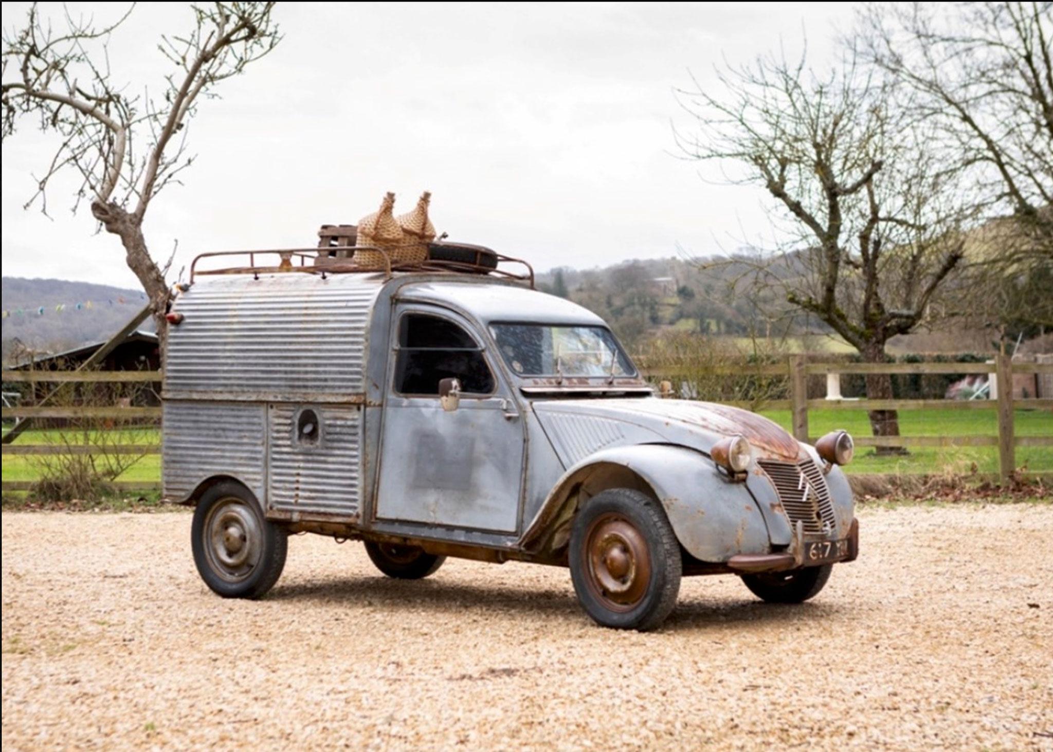 1956 2CV AZU Fourgonnette la Deuche pour le transport de marchandises - Coups de Coeur Historics Auctioneers.