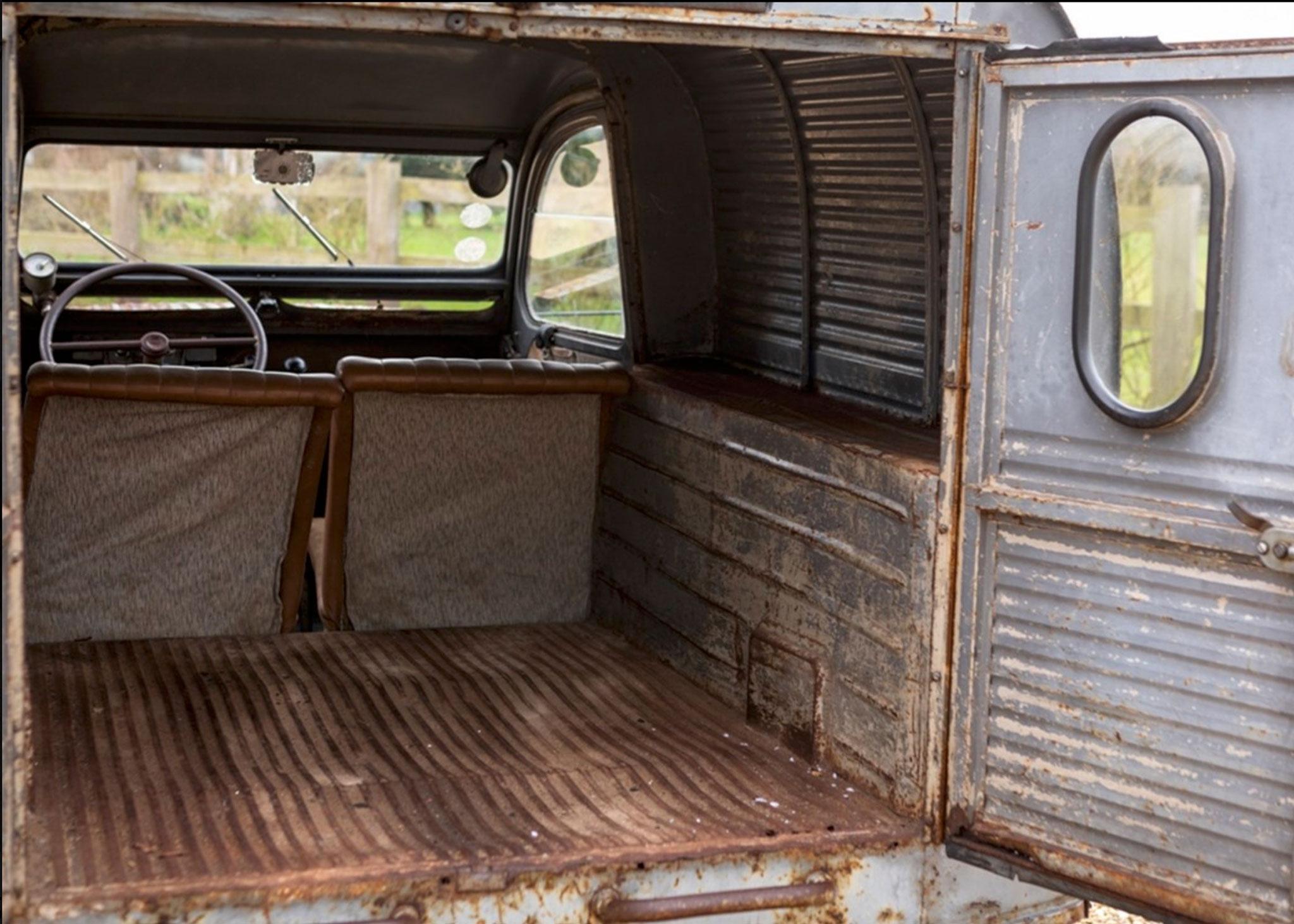 1956 2CV AZU Fourgonnette planchers et seuils de portes remplacés - Coups de Coeur Historics Auctioneers.