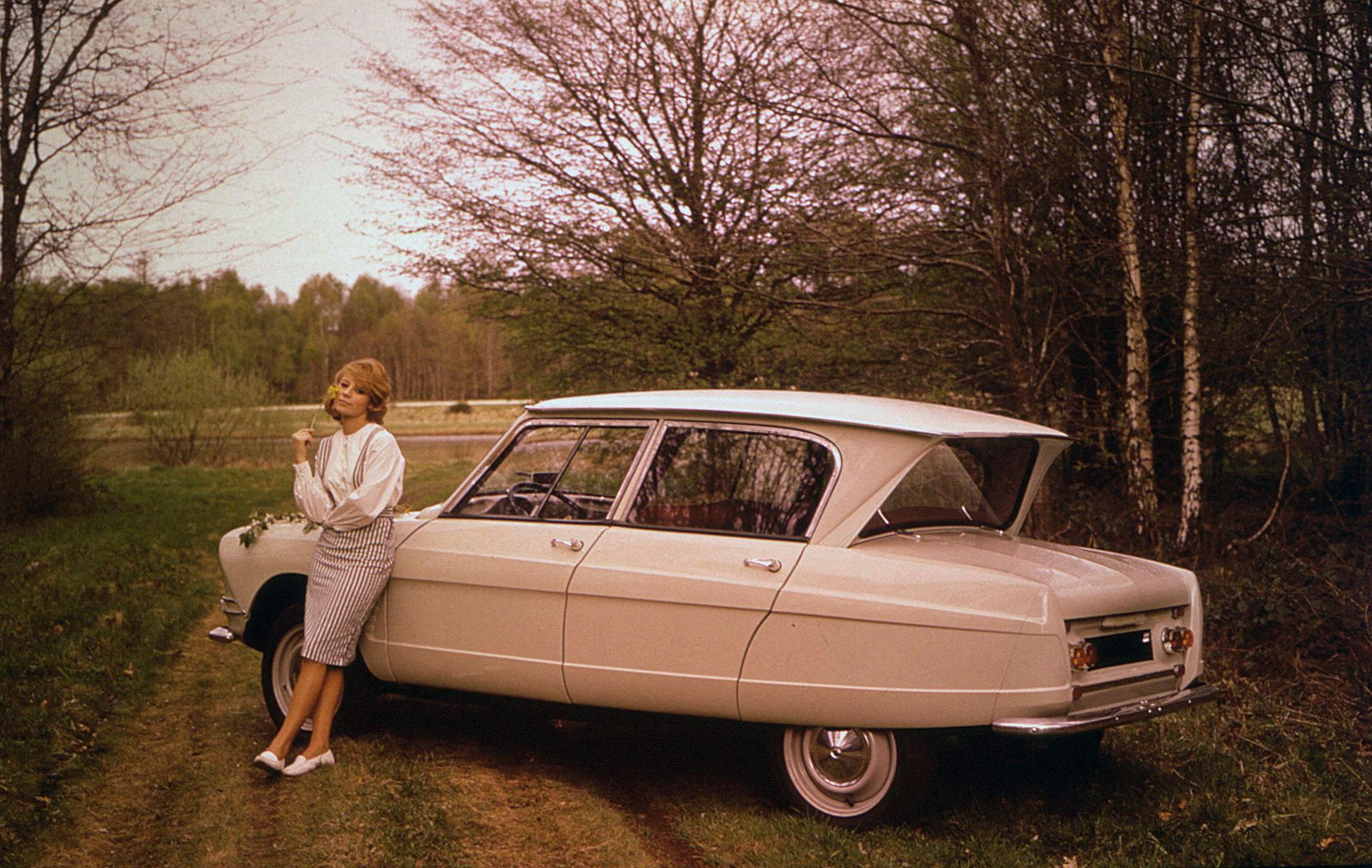 1961 Citroën AMI 6 Berline vitre arrière inversée @Georges Guyot.