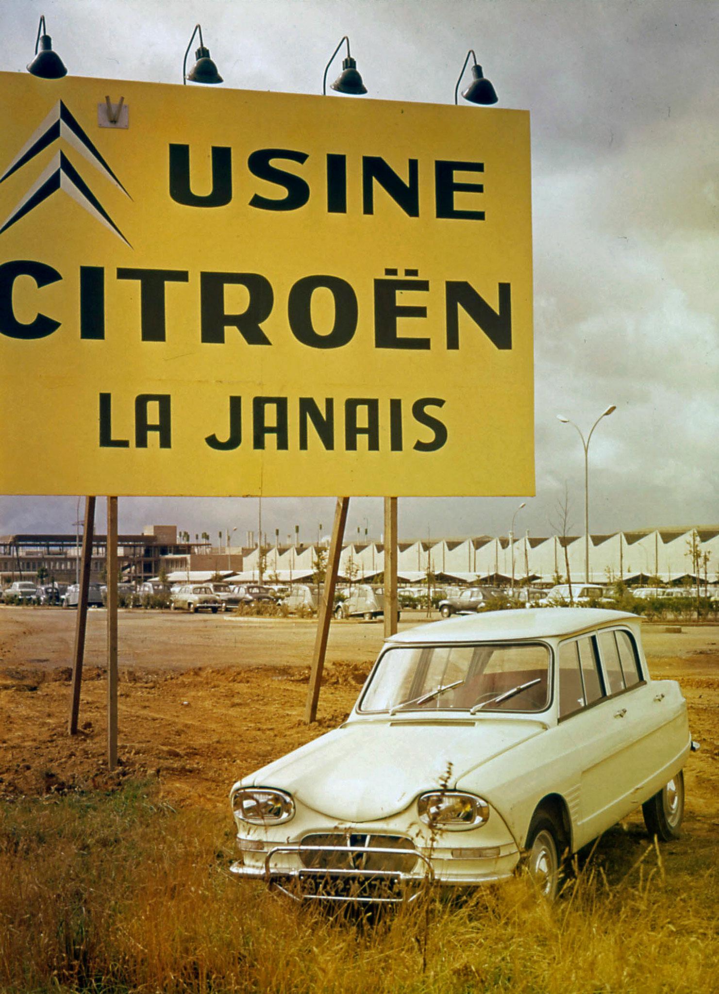 1961 Citroën AMI 6 Usine Rennes La Janais vue extérieure.