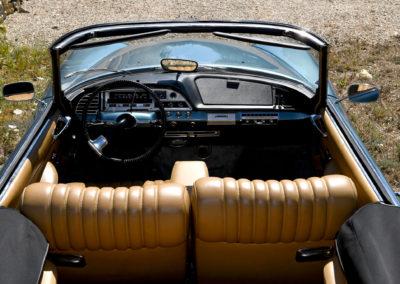 1967 Citroën DS 21 cabriolet Chapron on retrouve le tableau au style ancien.