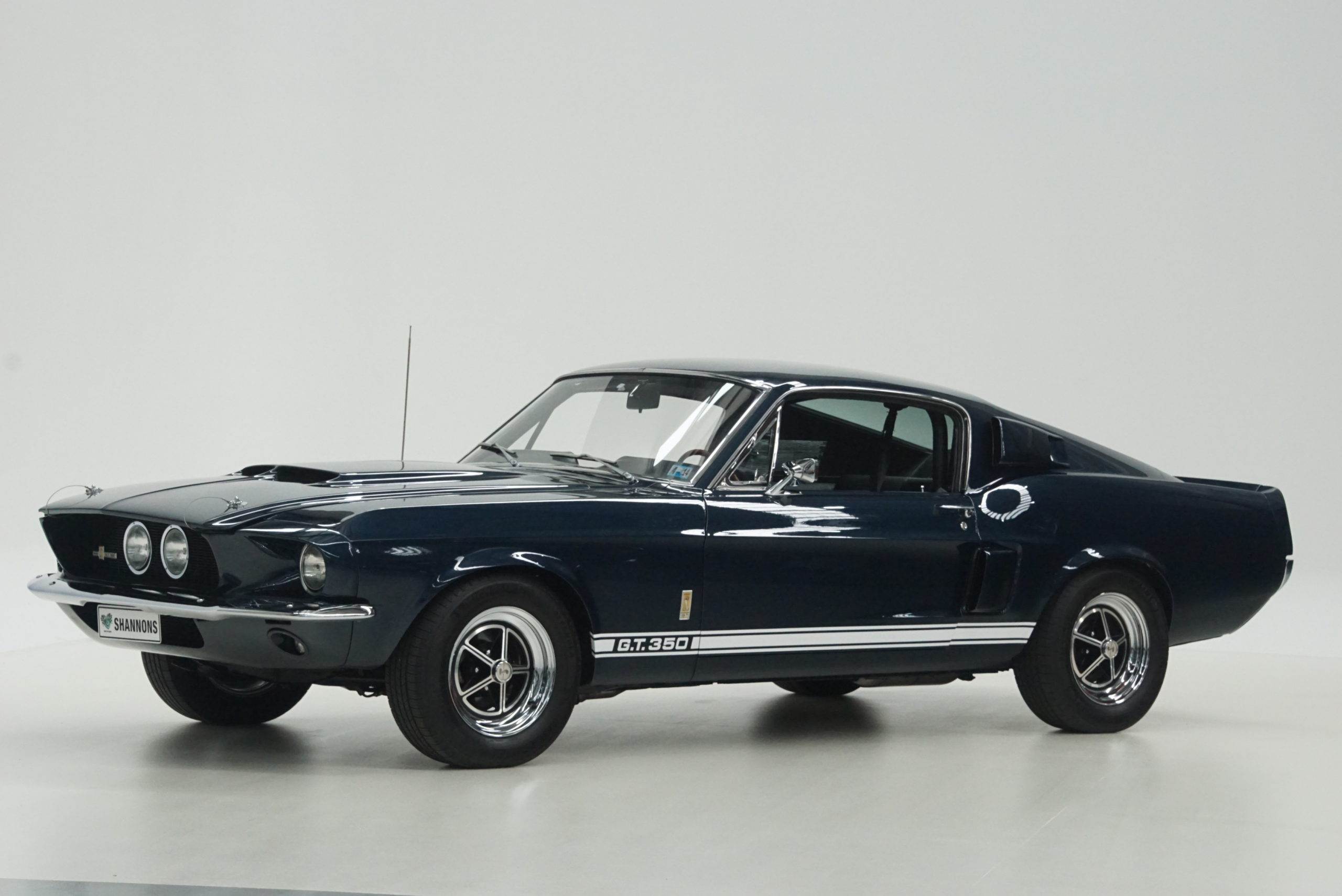 1967 Shelby Mustang GT350 Fastback latéral trois quarts avant gauche - Shannons Auctions avril 2021.