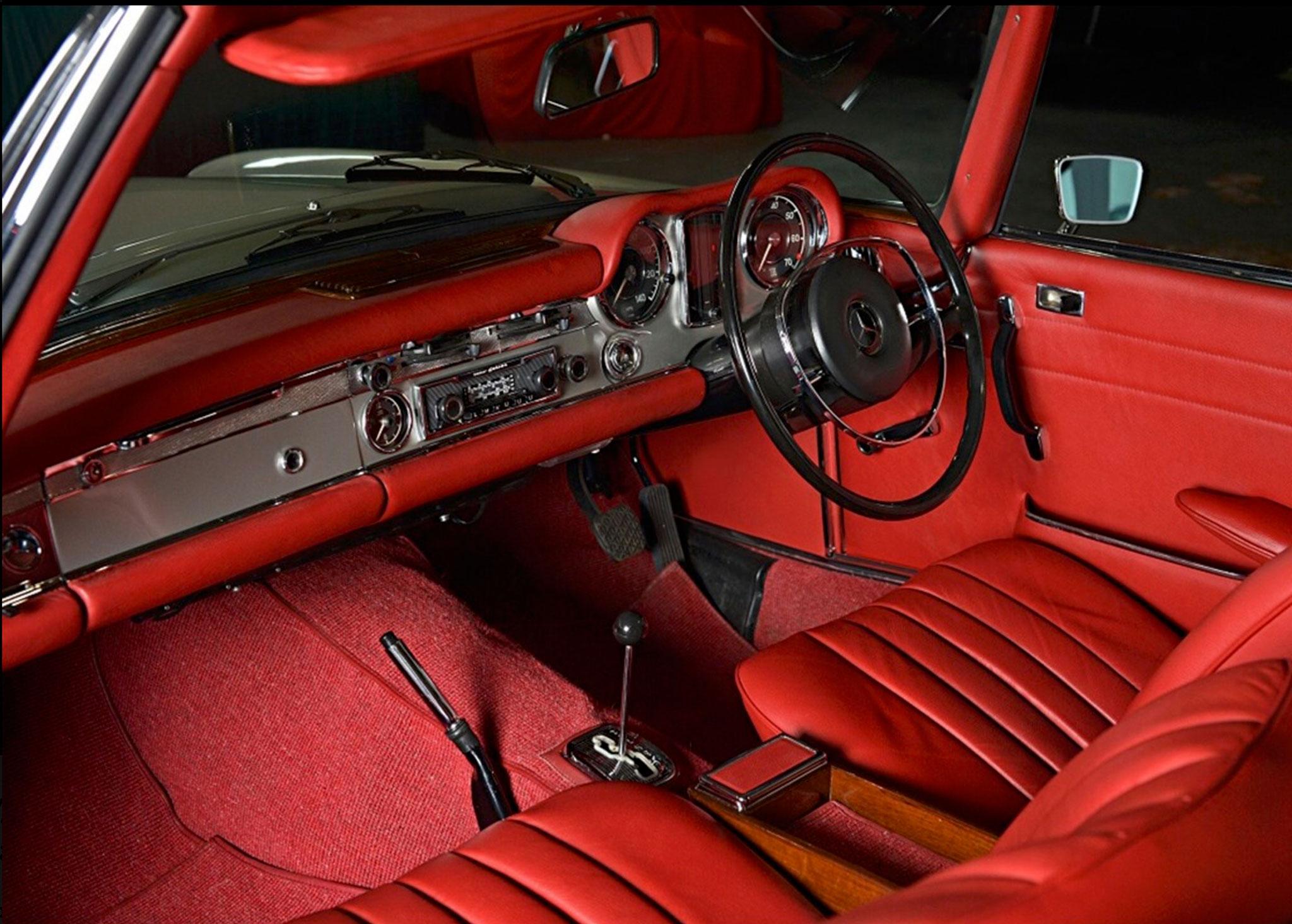 1969 Mercedes-Benz 280 SL Pagode cuir rouge - Résultats Ascot avril 2021.