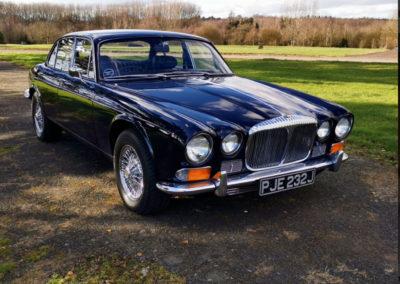 1971 Daimler 4.2-Litre trois quarts avant droit - Classic Car Auctions mars 2021.