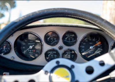 1973 Ferrari Dino 246 GTS tous les cadrans sont sous les yeux du pilote.