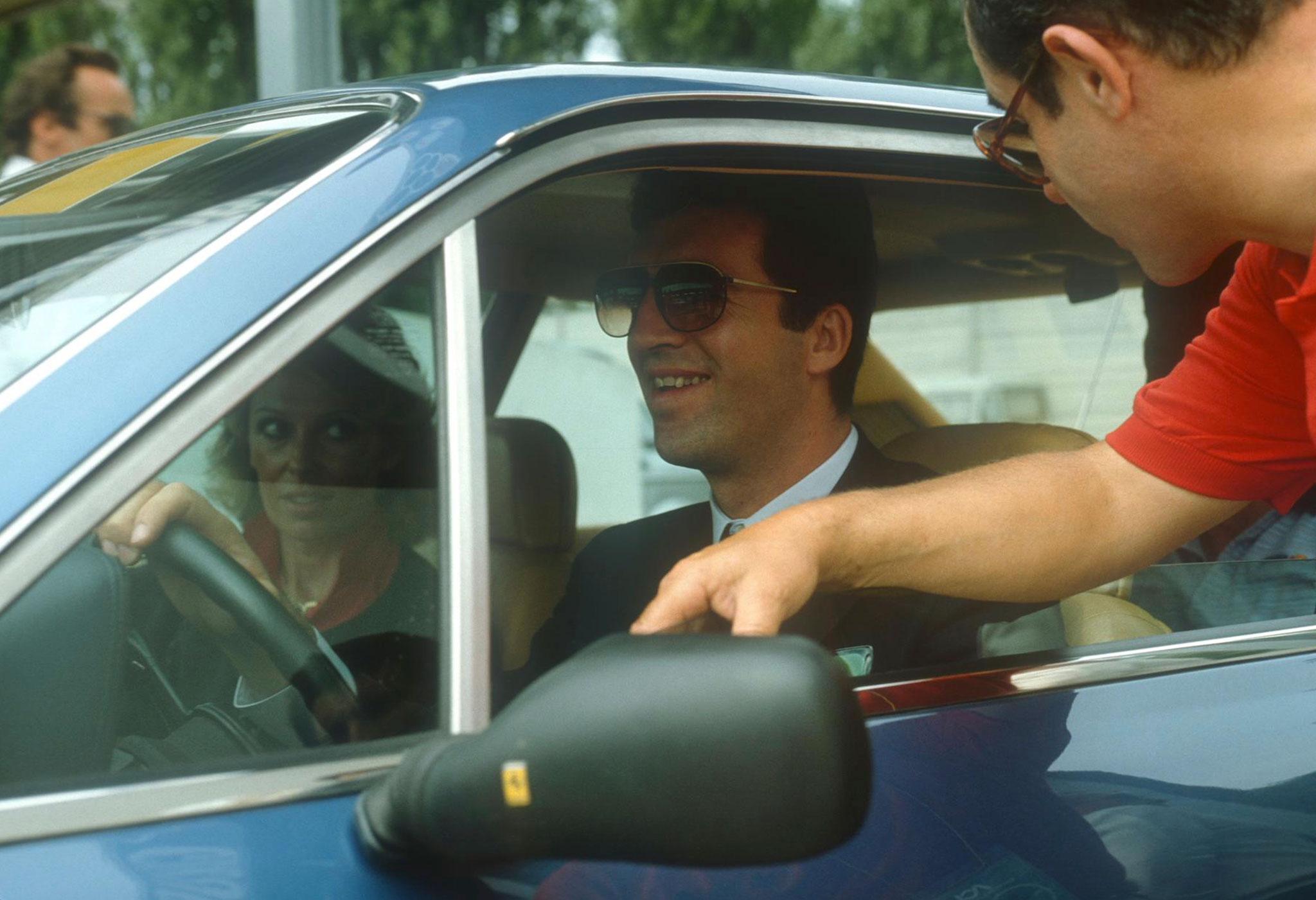 1983 Ferrari 400i GT 2+2 avec Piero Lardi Ferrari à son volant.