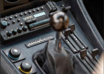 1983 Ferrari 400i GT 2+2 la boîte de vitesses manuelle est mieux adaptée que l'automatique GM à 3 rapports.