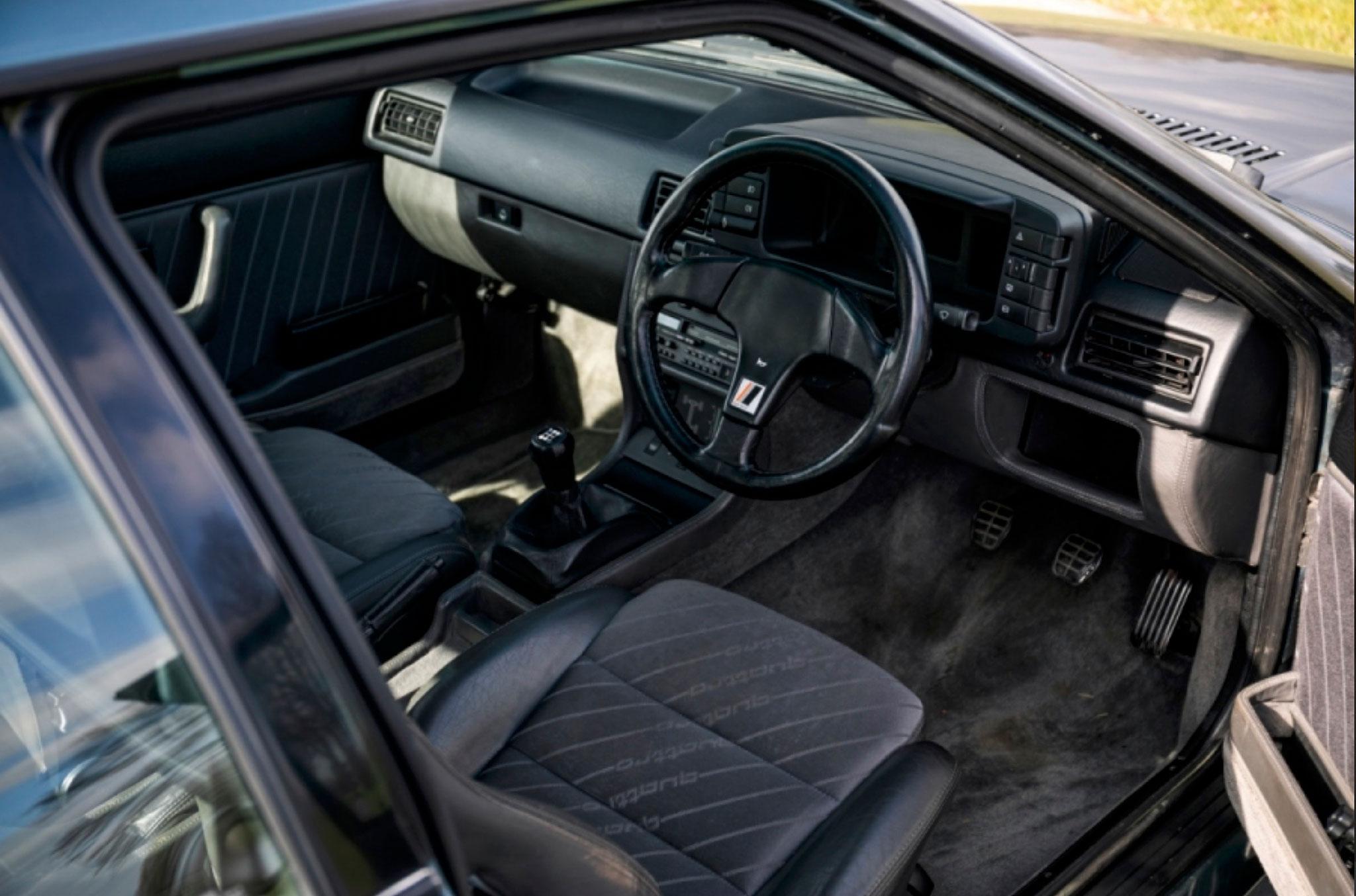 1990 Audi Quattro 20V poste de conduite et tableau de bord - Classic Car Auctions mars 2021.