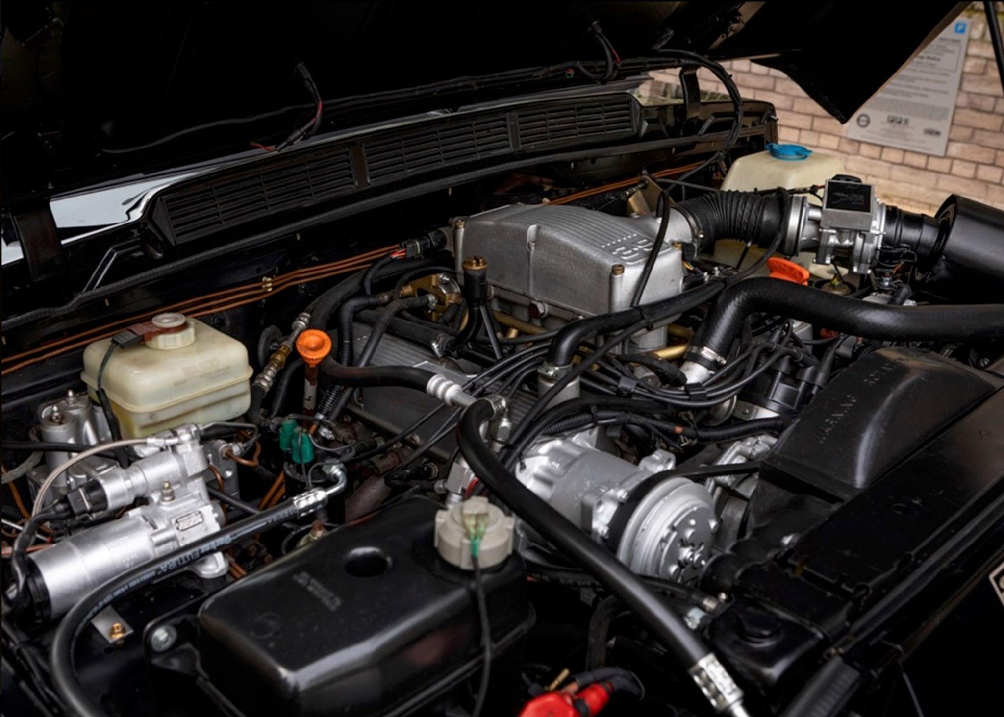1991 Range Rover CSK le moteur est le 3.9-Litre à injection qui délivre 185 chevaux - Coups de Coeur Historics Auctioneers.