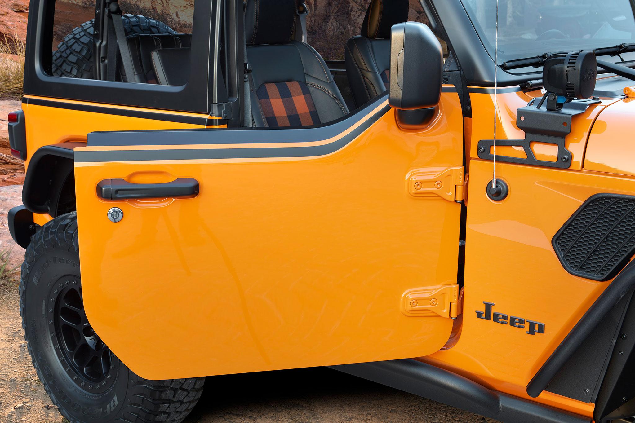 2021 Jeep Wrangler 2-Door Orange Peelz demi-porte spécialement pour ce concept - Concept Cars de Jeep®.