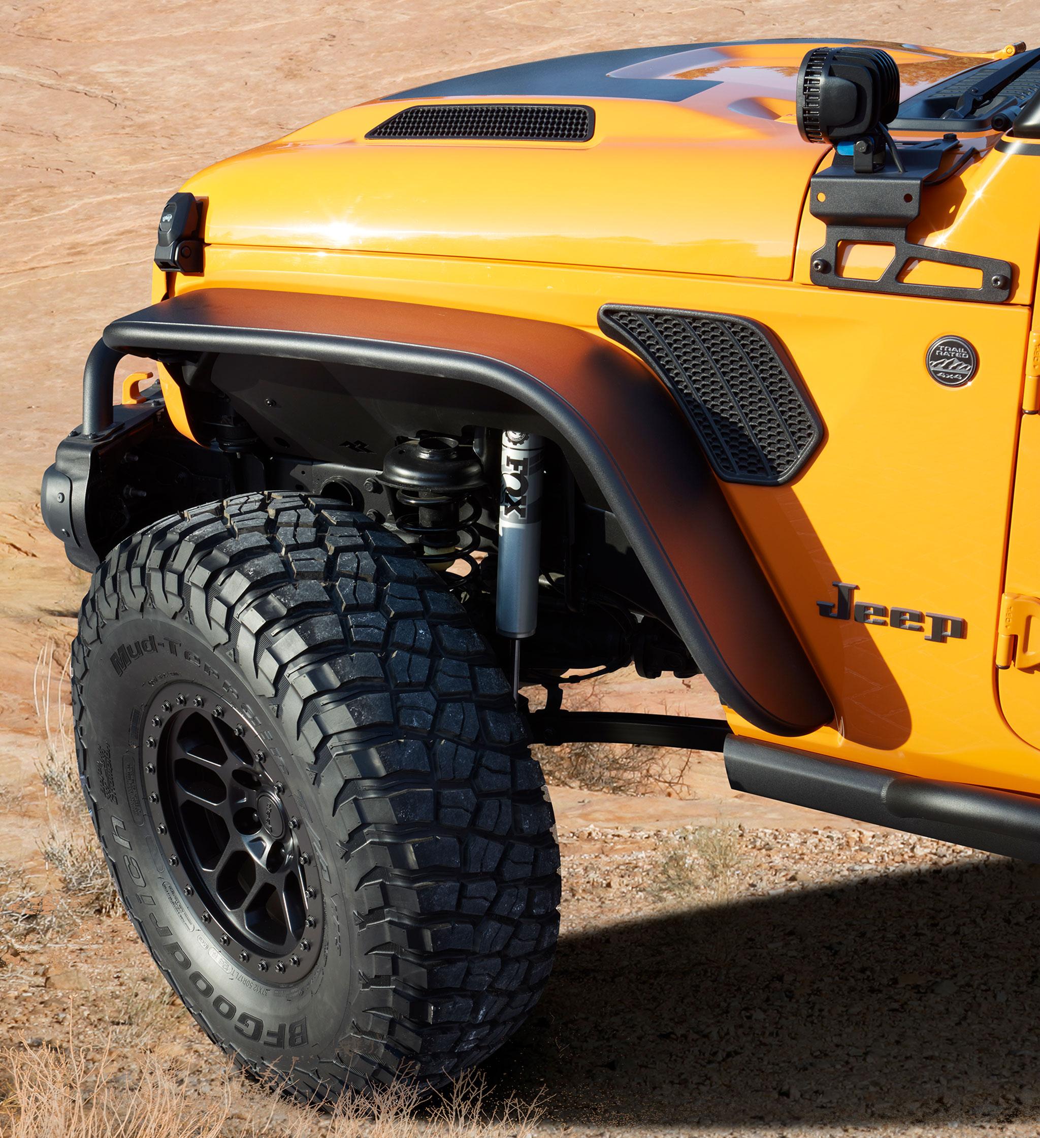 2021 Jeep Wrangler 2-Door Orange Peelz détail roue 37 pouces et amortisseurs FOX - Concept Cars de Jeep®.