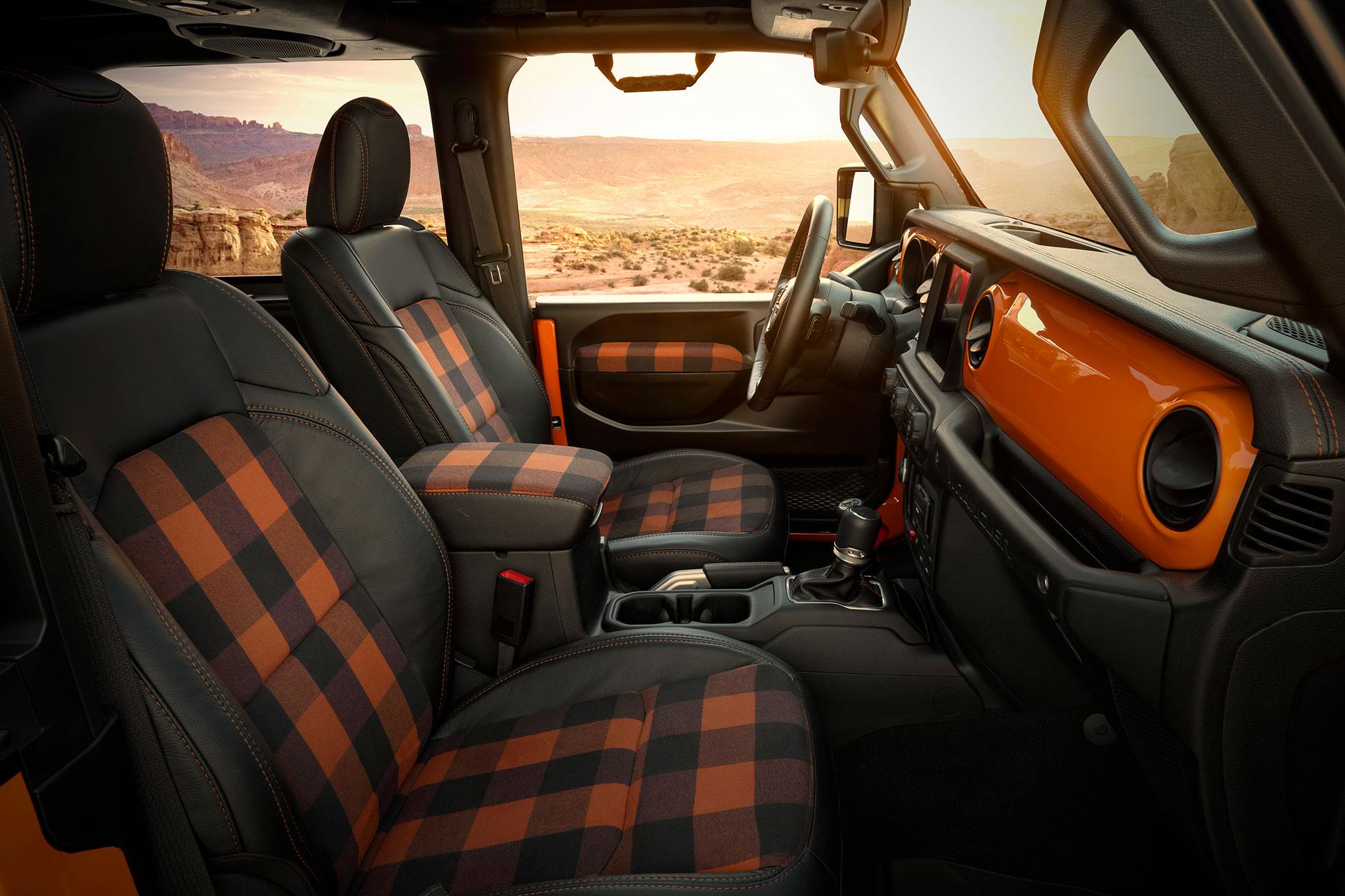 2021 Jeep Wrangler 2-Door Orange Peelz intérieur assorti à la couleur de la carrosserie - Concept Cars de Jeep®.