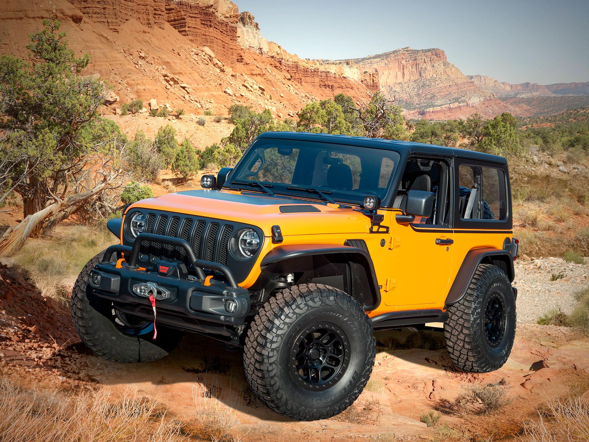 2021 Jeep Wrangler 2-Door Orange Peelz pare-buffle treuil et roues en 37 pouces - Concept Cars de Jeep®.