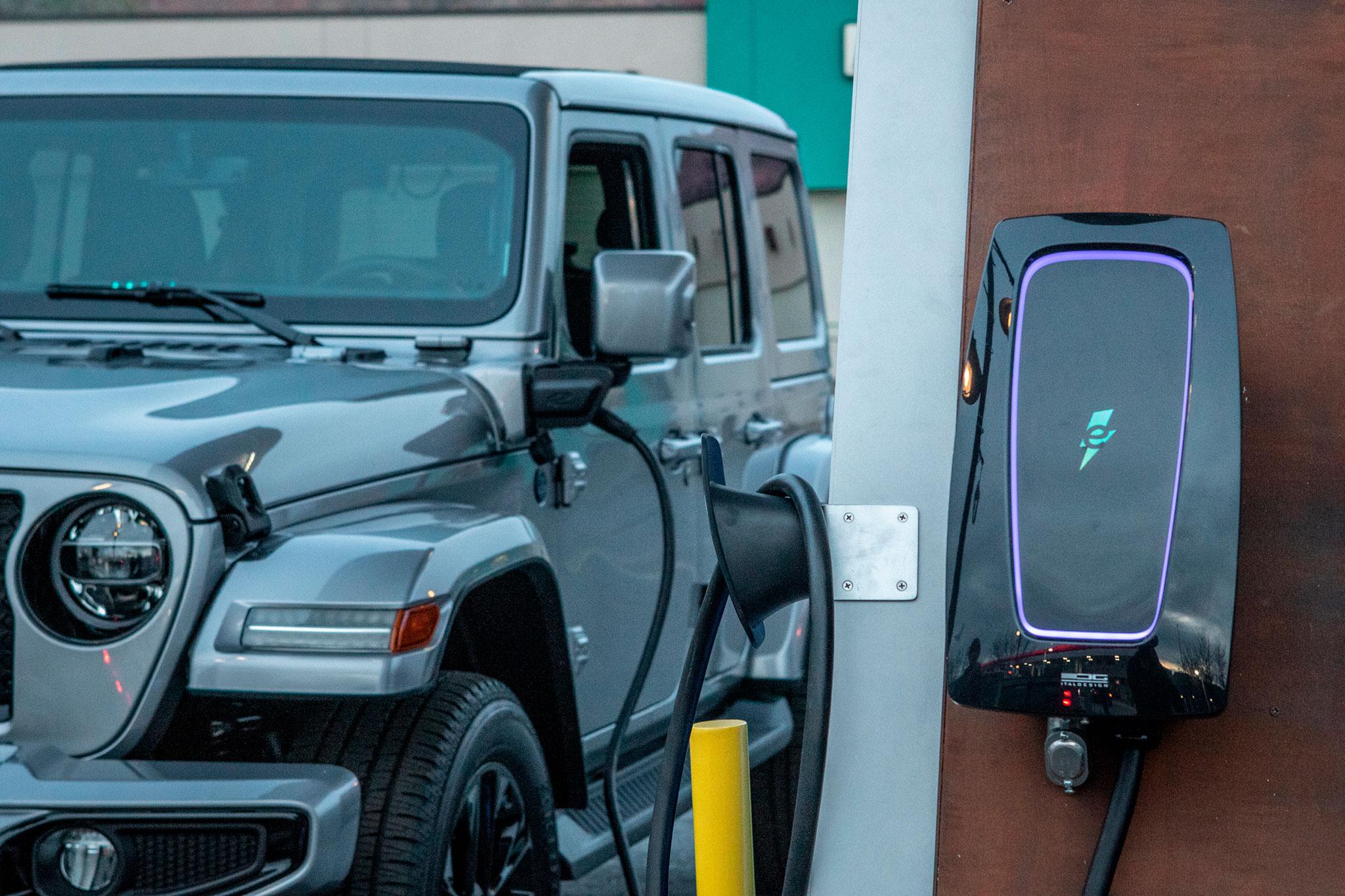 2021 Jeep Wrangler 4xe borne de recharge.