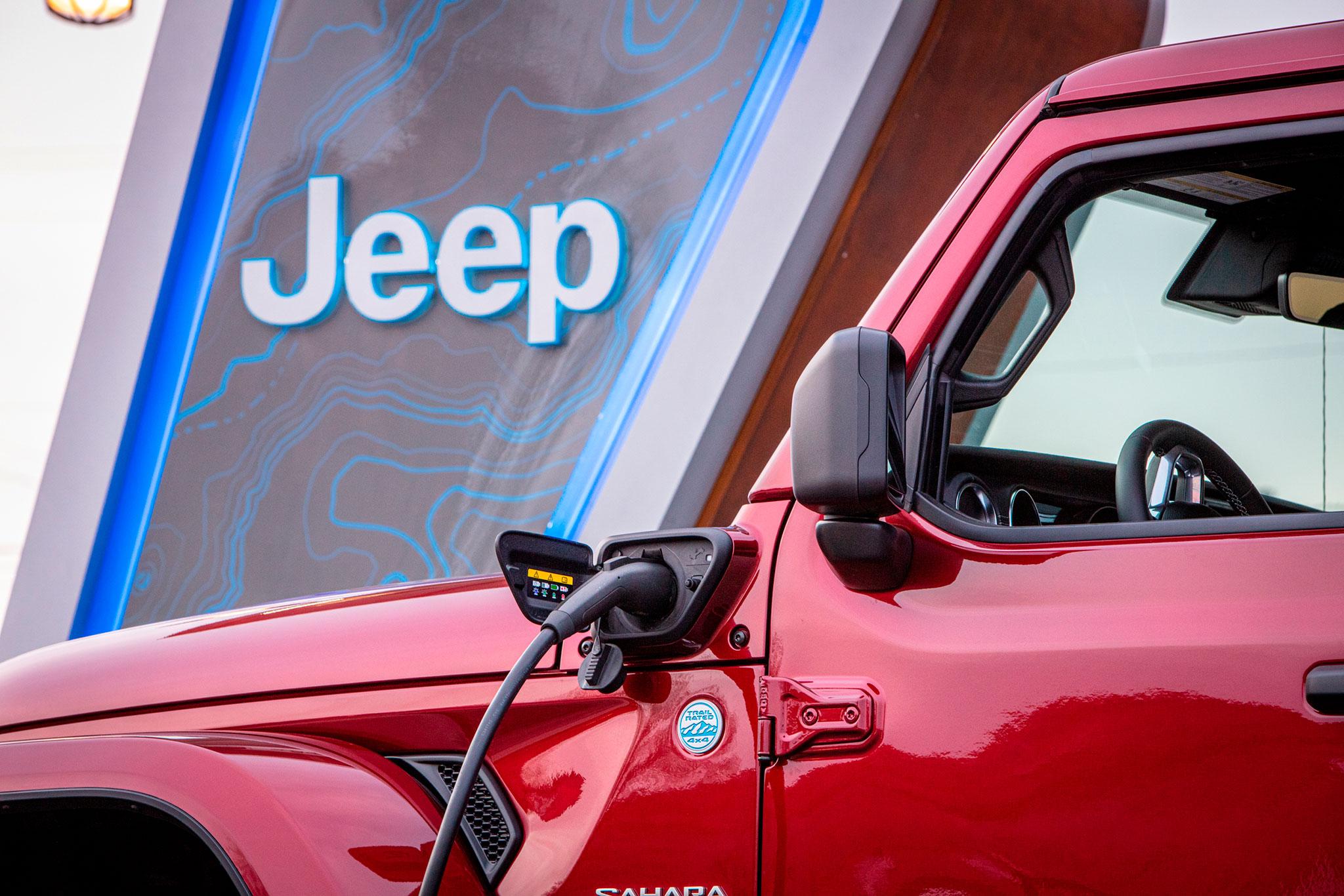 2021 Jeep Wrangler 4xe pourquoi la prise de recharge se trouve-t-elle côté conducteur
