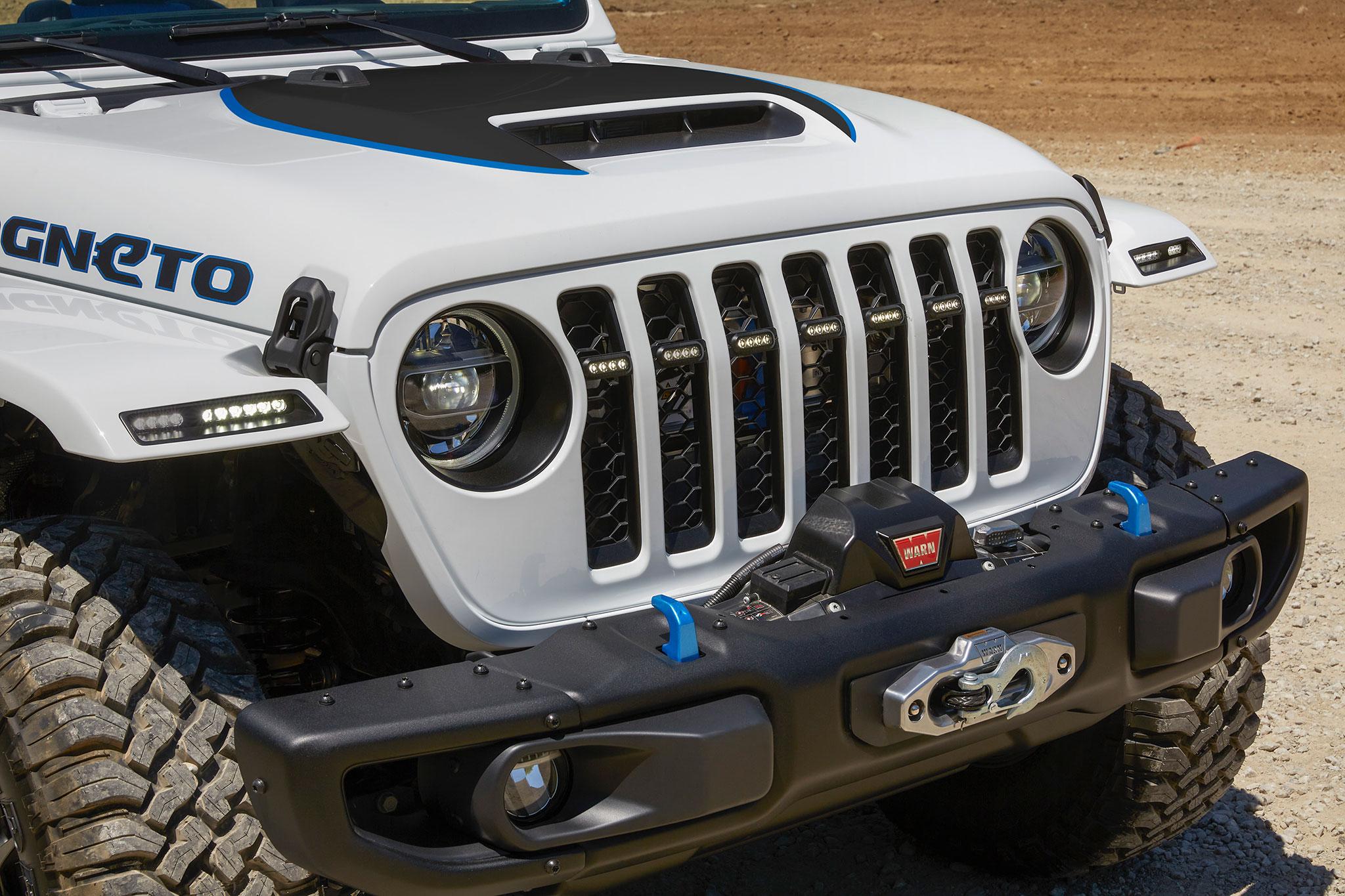 2021 Jeep Wrangler Magneto Concept détail de la calandre avant avec treuil dans le pare-chocs - Concept Cars de Jeep®.