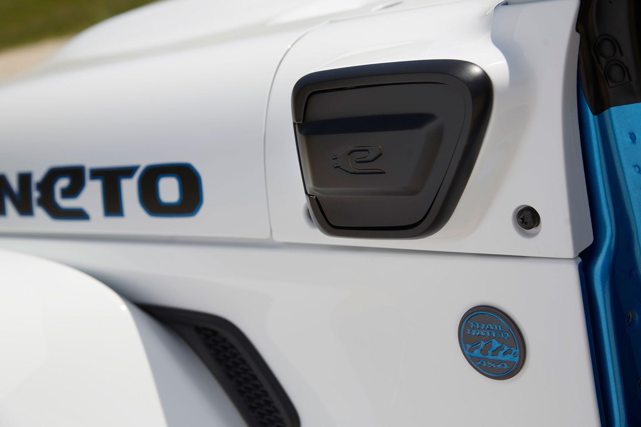 2021 Jeep Wrangler Magneto Concept emplacement de la prise pour la recharge électrique - Concept Cars de Jeep®.
